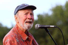 Pete Seeger performs at the 2009 Dorothy and Lillian Gish Prize on September 3, 2009 in New York City.
