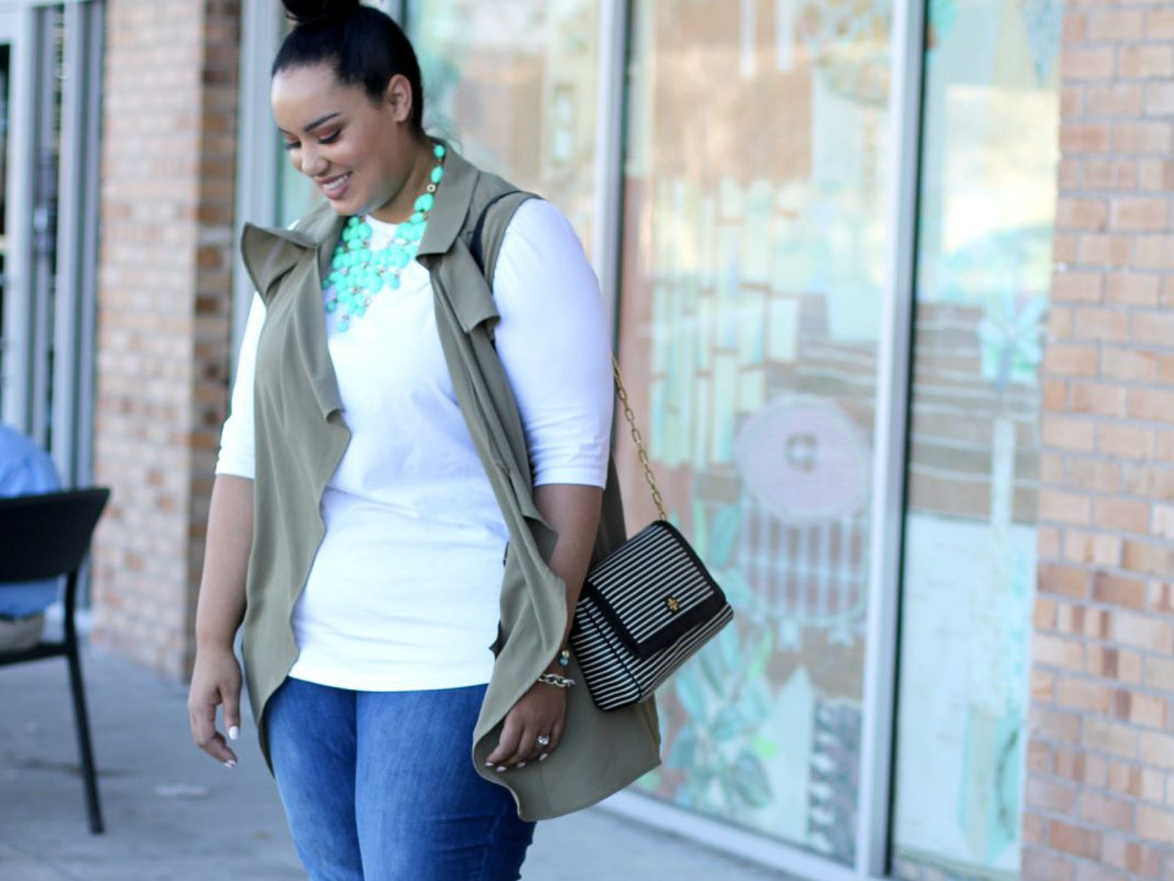 fa058e95232 14 Plus Size Jeans Outfits That Will Turn Heads