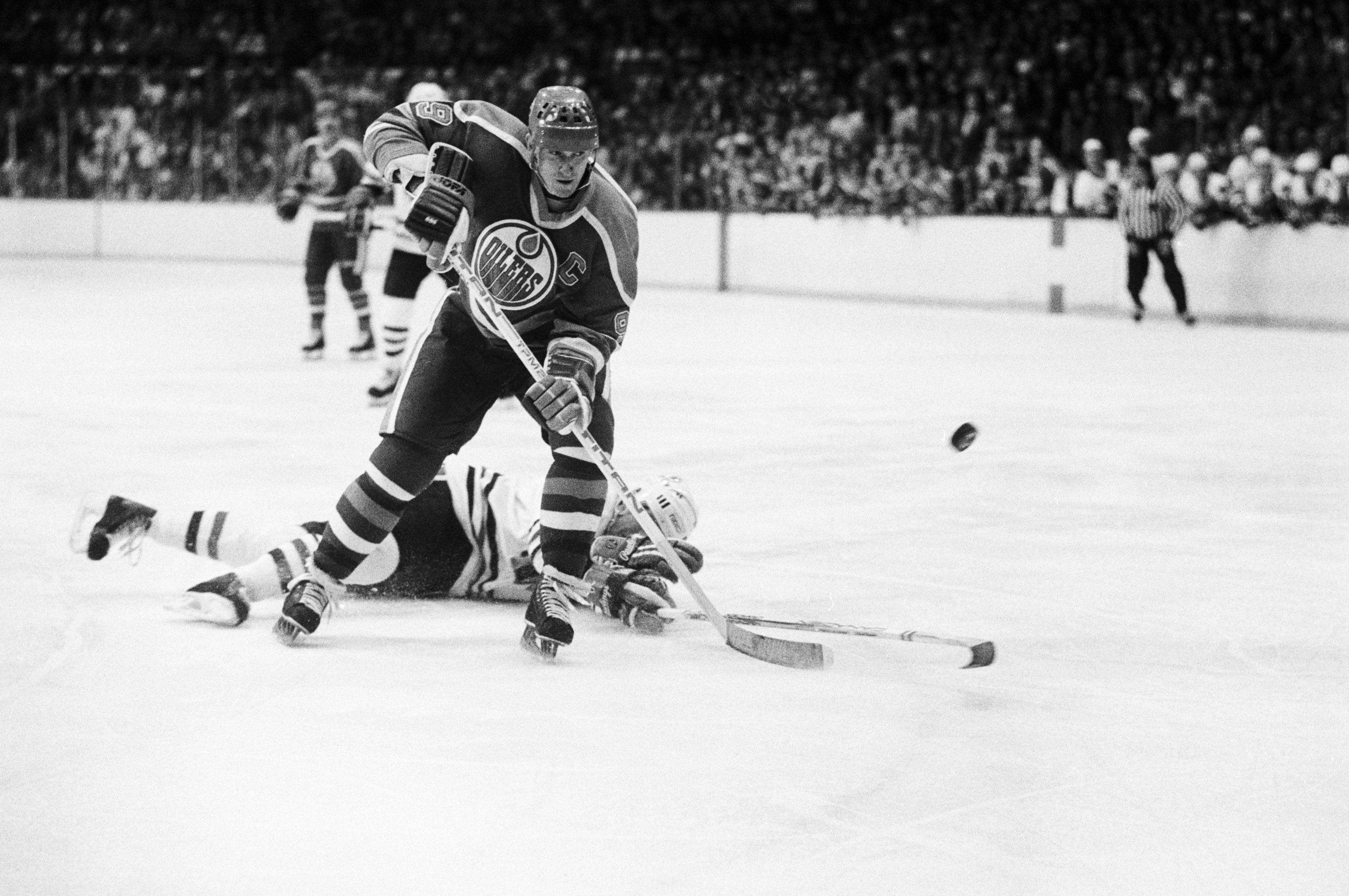 Wayne Gretzky Skating With the Puck