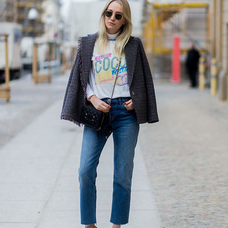 Street style Chanel t-shirt and jeans