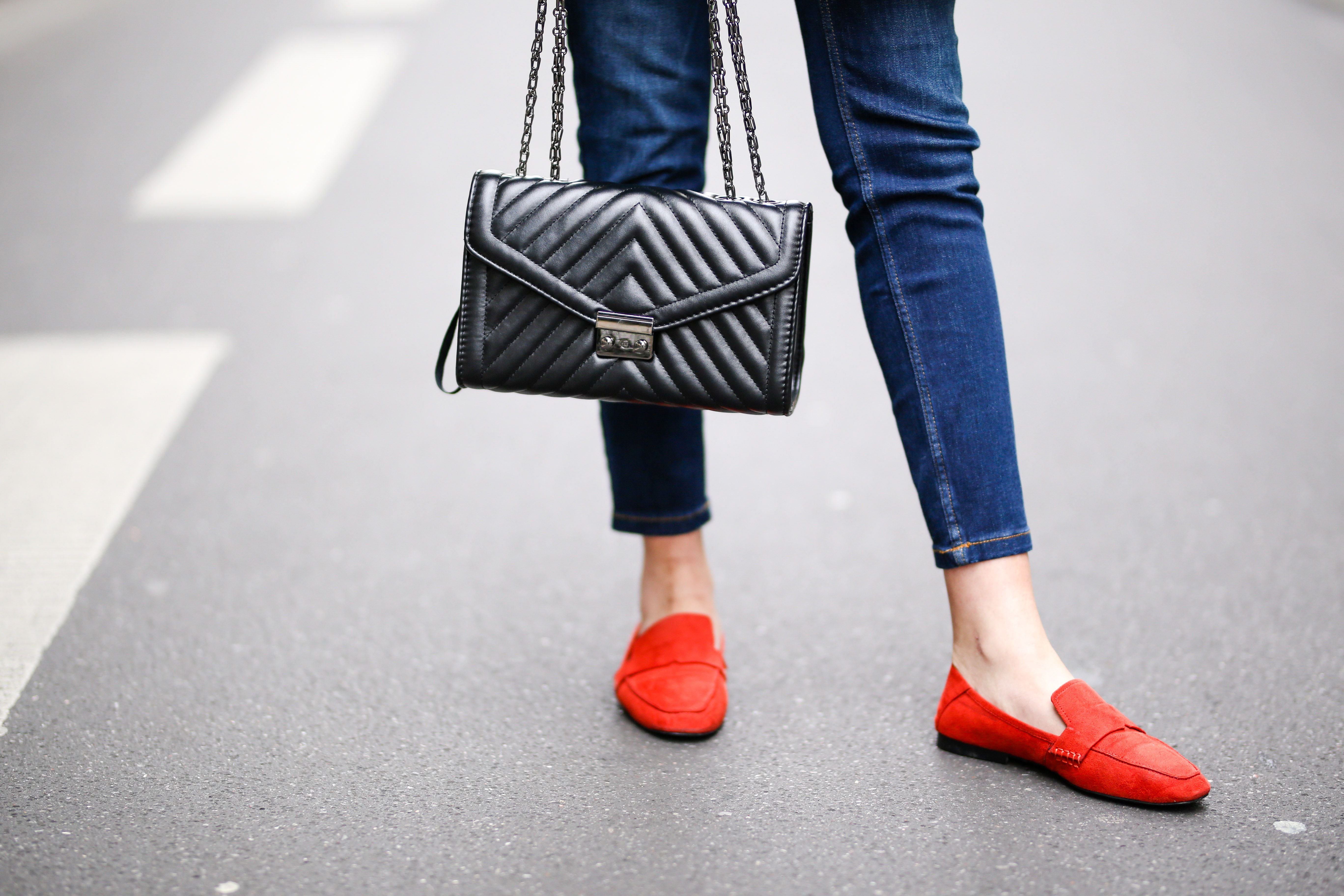 Shoes for skinny jeans - red shoes and skinny jeans picture