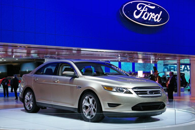 2010 Ford Taurus at the 2009 Detroit auto show