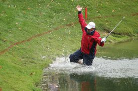 Woody Austin falls backwards into the water during the 2007 Presidents Cup