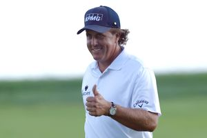 Phil Mickelson thumb's up sign