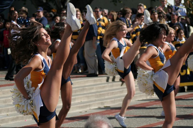cheerleaders performing together
