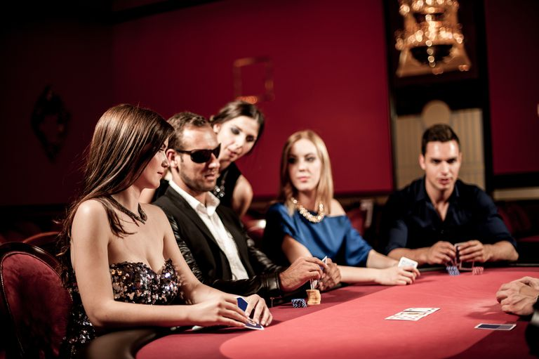 How to Read Poker Tells of Card Players