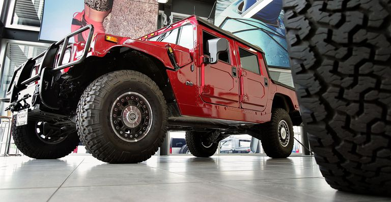 Lower front view of the Hummer H1.