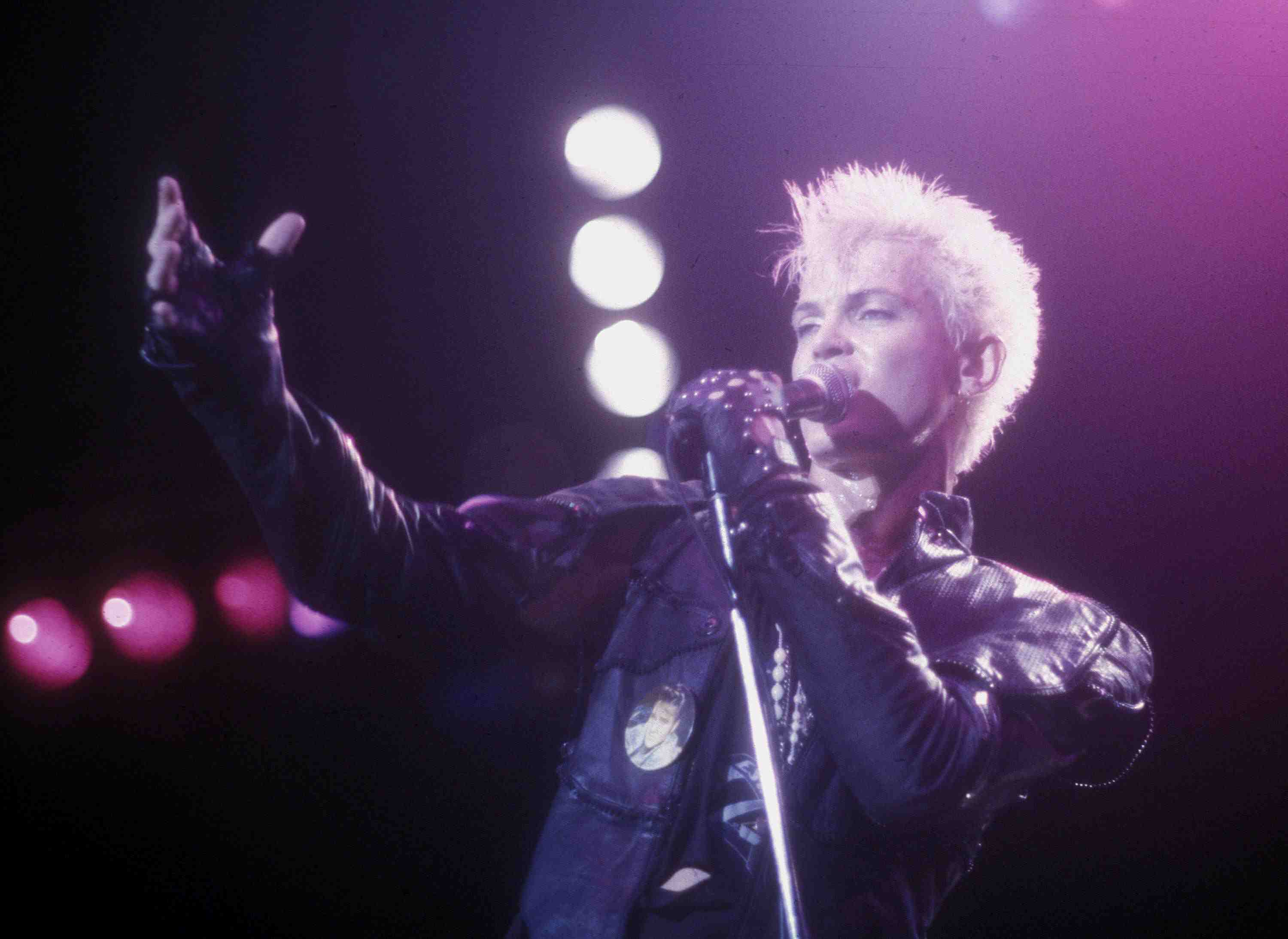 Billy Idol performs live