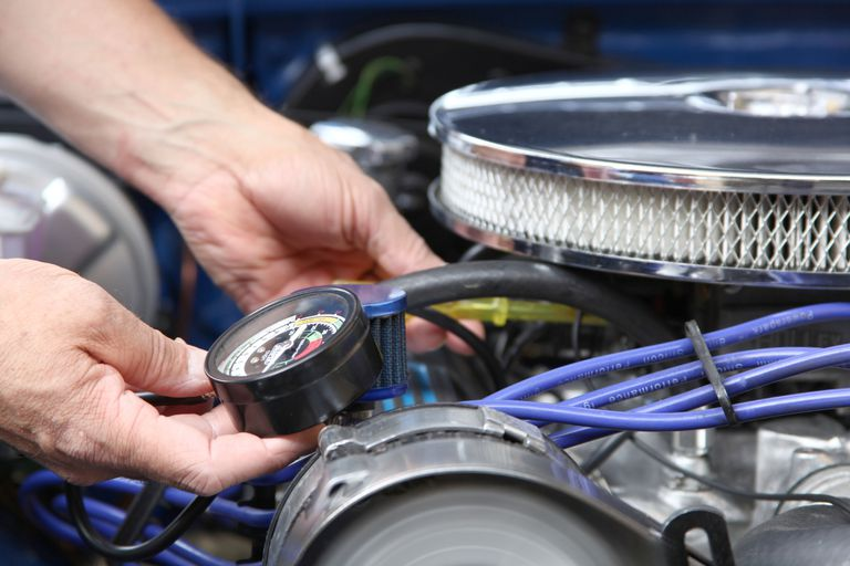 How to Adjust a Carburetor