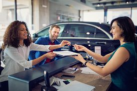Couple is leasing new car and signing the contract