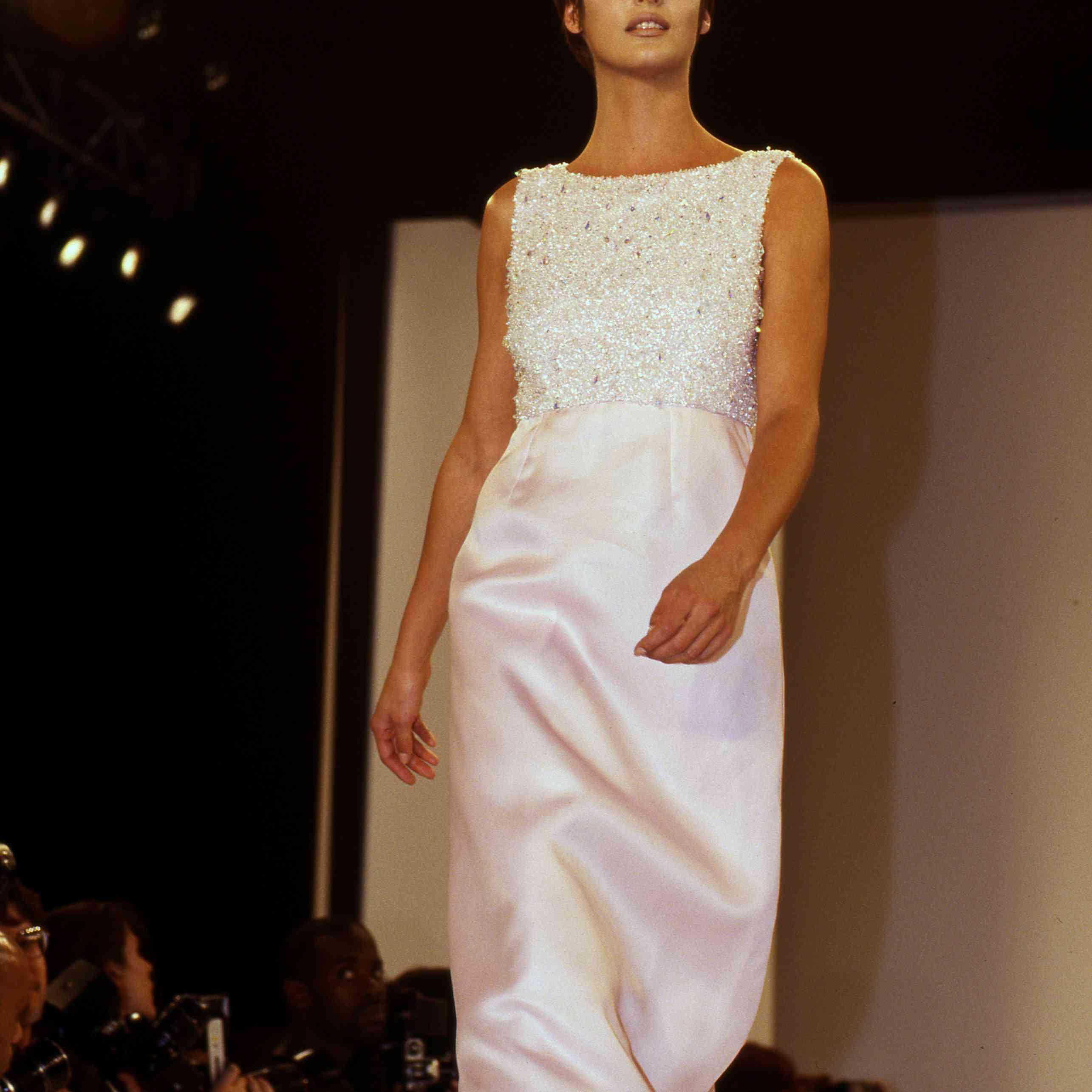 Supermodel Linda Evangelista walks the runway at an Isaac Mizrahi fashion show on November 2, 1995 in New York City, New York.
