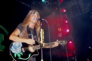 Bret Michaels of Poison performing