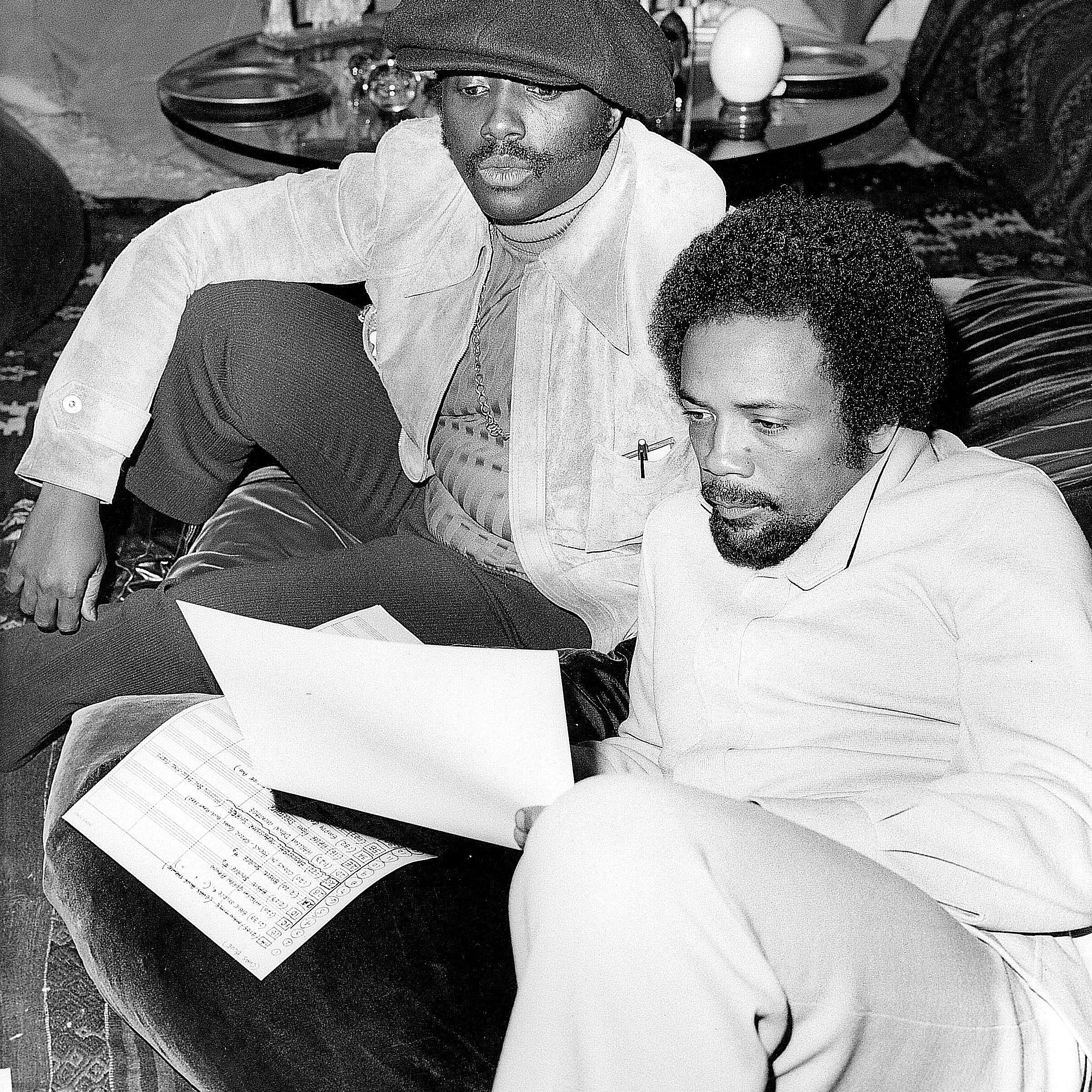 Donny Hathaway sitting with Quincy Jones