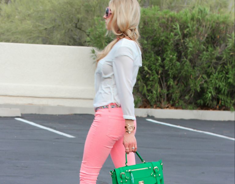 Street style pink jeans and green purse