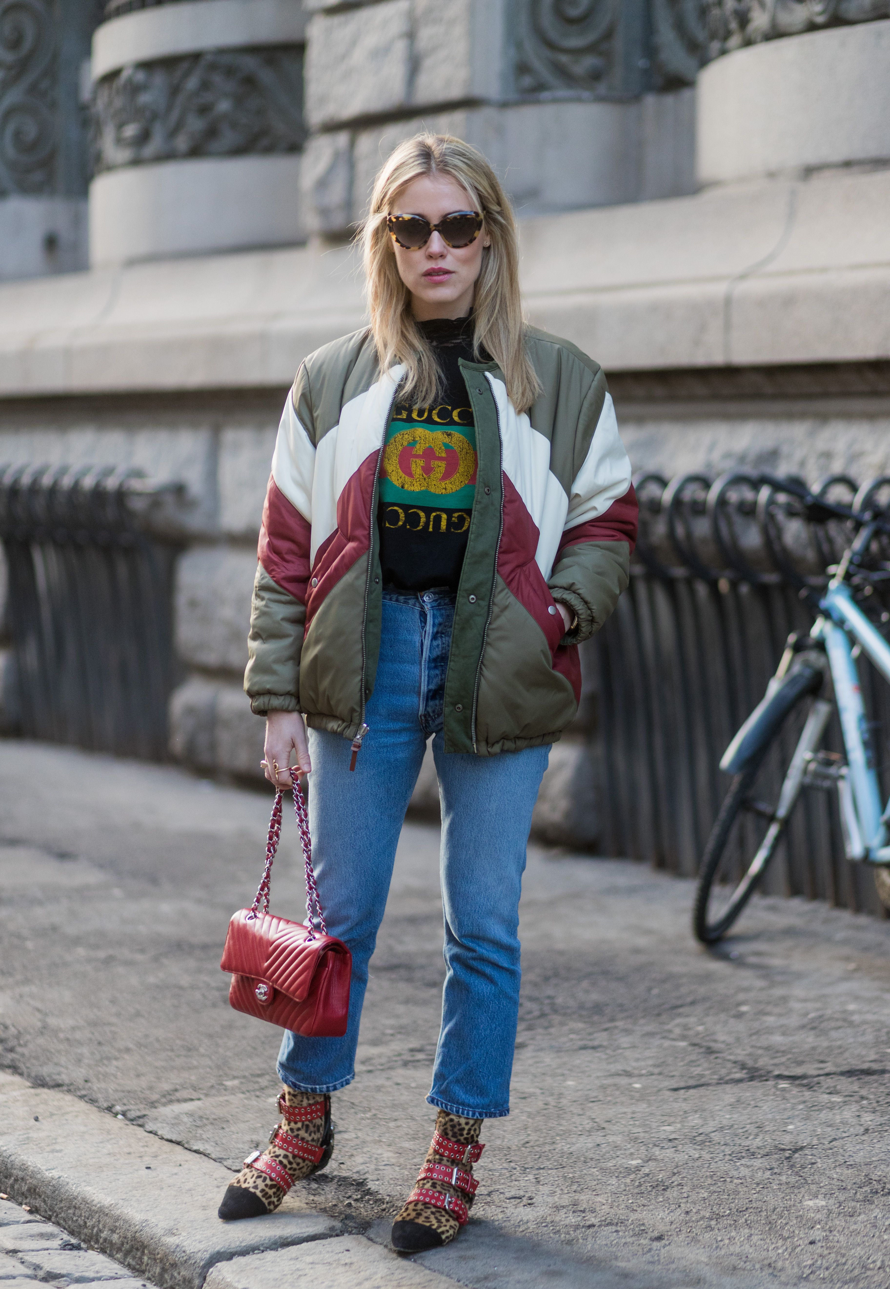 How to Dress Up a T-Shirt and Jeans to Look More Chic f7575b850