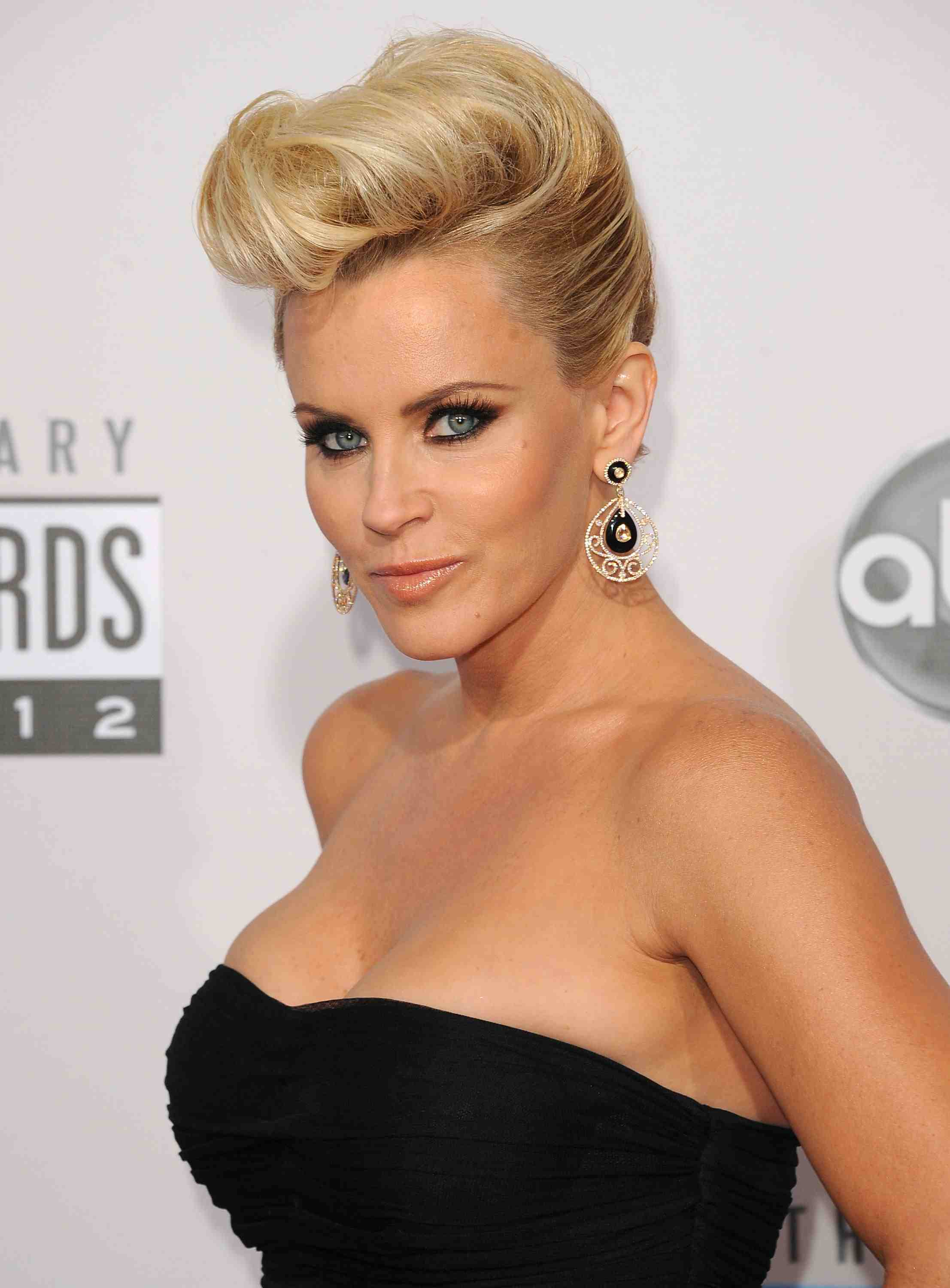 Pompadour Hairstyling Tips for the Modern Female