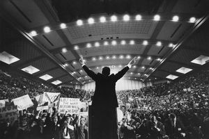 Nixon from behind, in front of a crowd