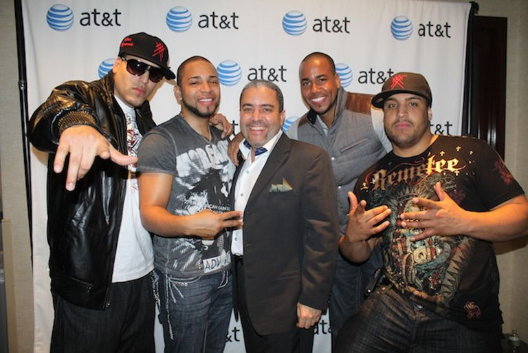 Aventura posing at an event