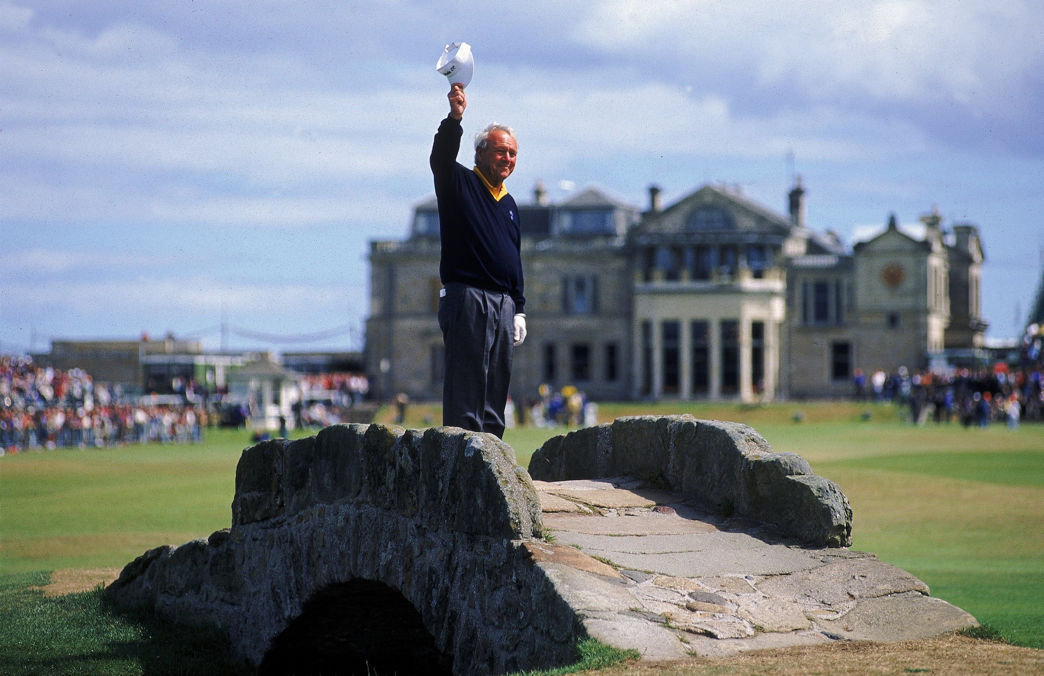 Arnold Palmer makes his British Open farewell in 1995.