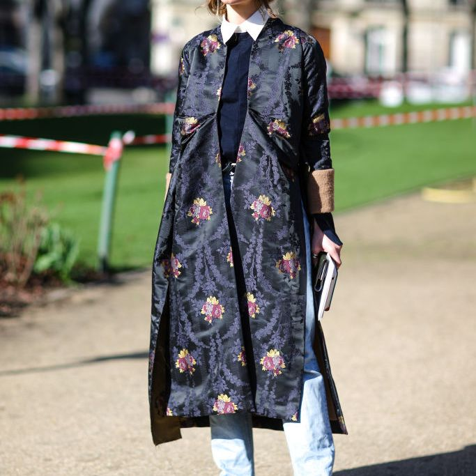 c513325041df3 Street style in tapestry print winter coat and jeans
