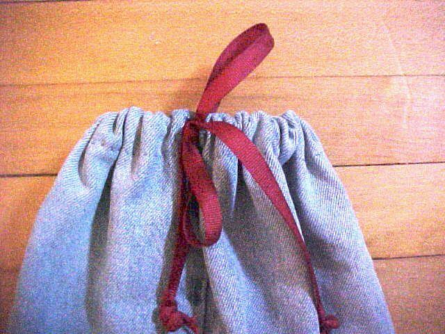 Thread the ribbon through the hem