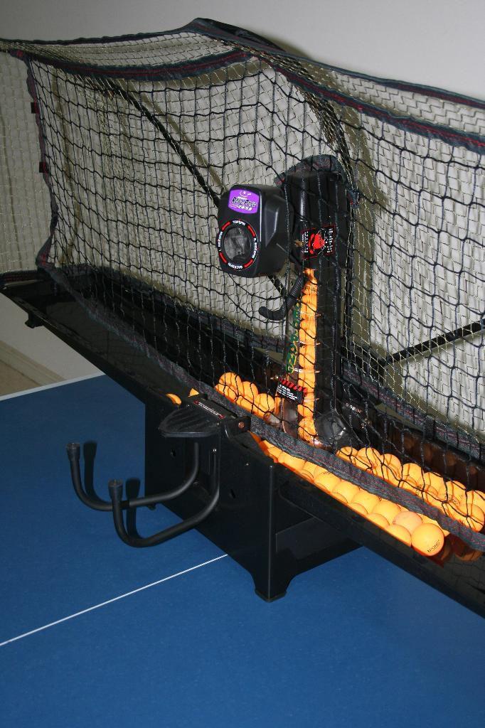 Newgy Robo-Pong 2050 - Ball Return and Ball Capacity