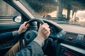 Holding a shaky steering wheel