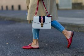 Street style Gucci purse and loafers with jeans