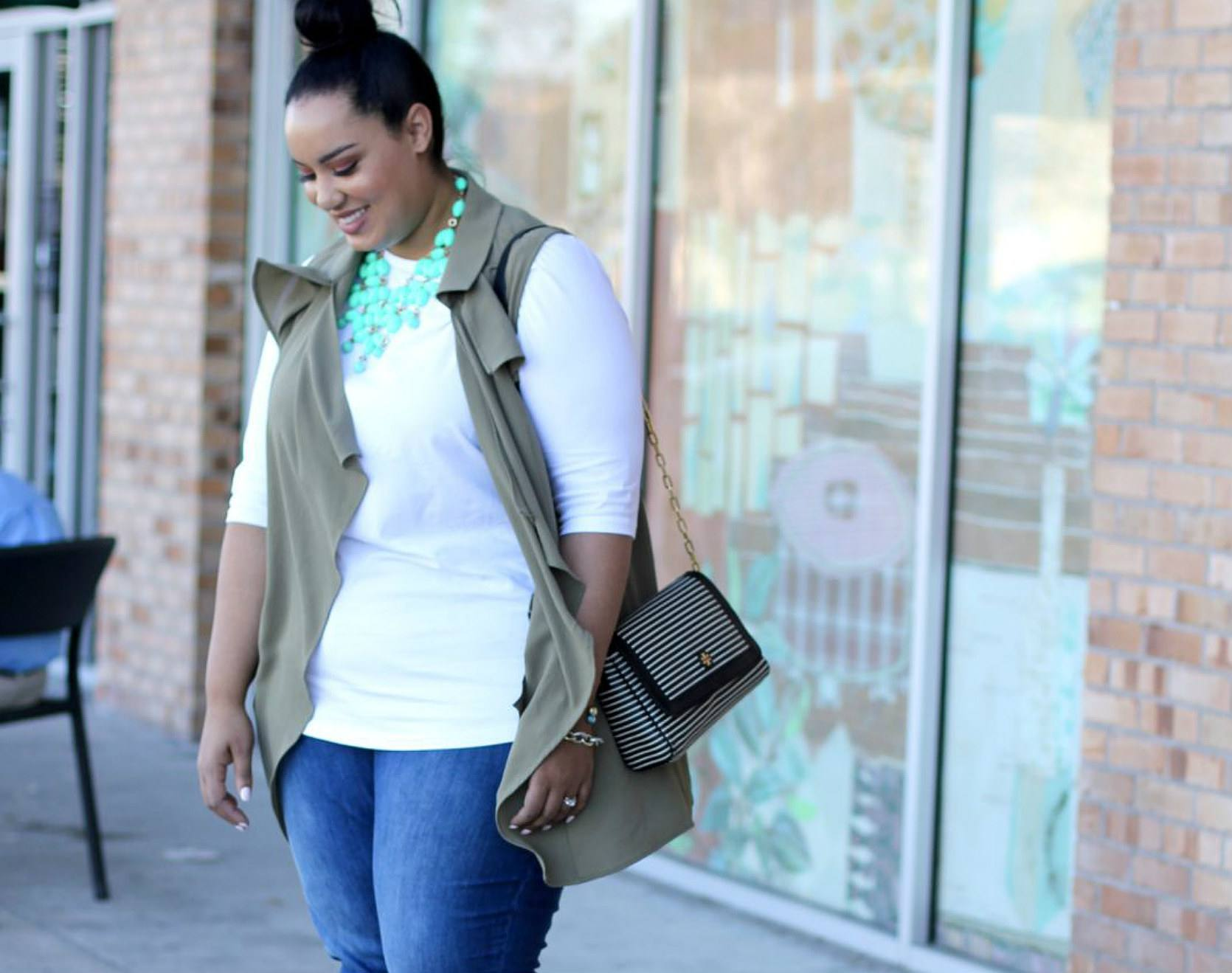 Street style in plus size jeans and statement necklace