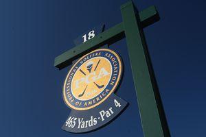 Golf hole sign for a 465-yard par-4