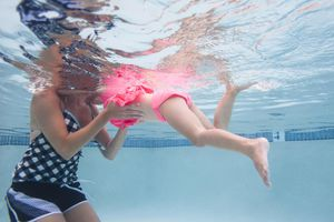 USA, Utah, Orem, Mother with daughter (4-5) swimming in pool