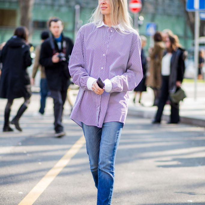 Street style in oxford shirt and skinny jeans