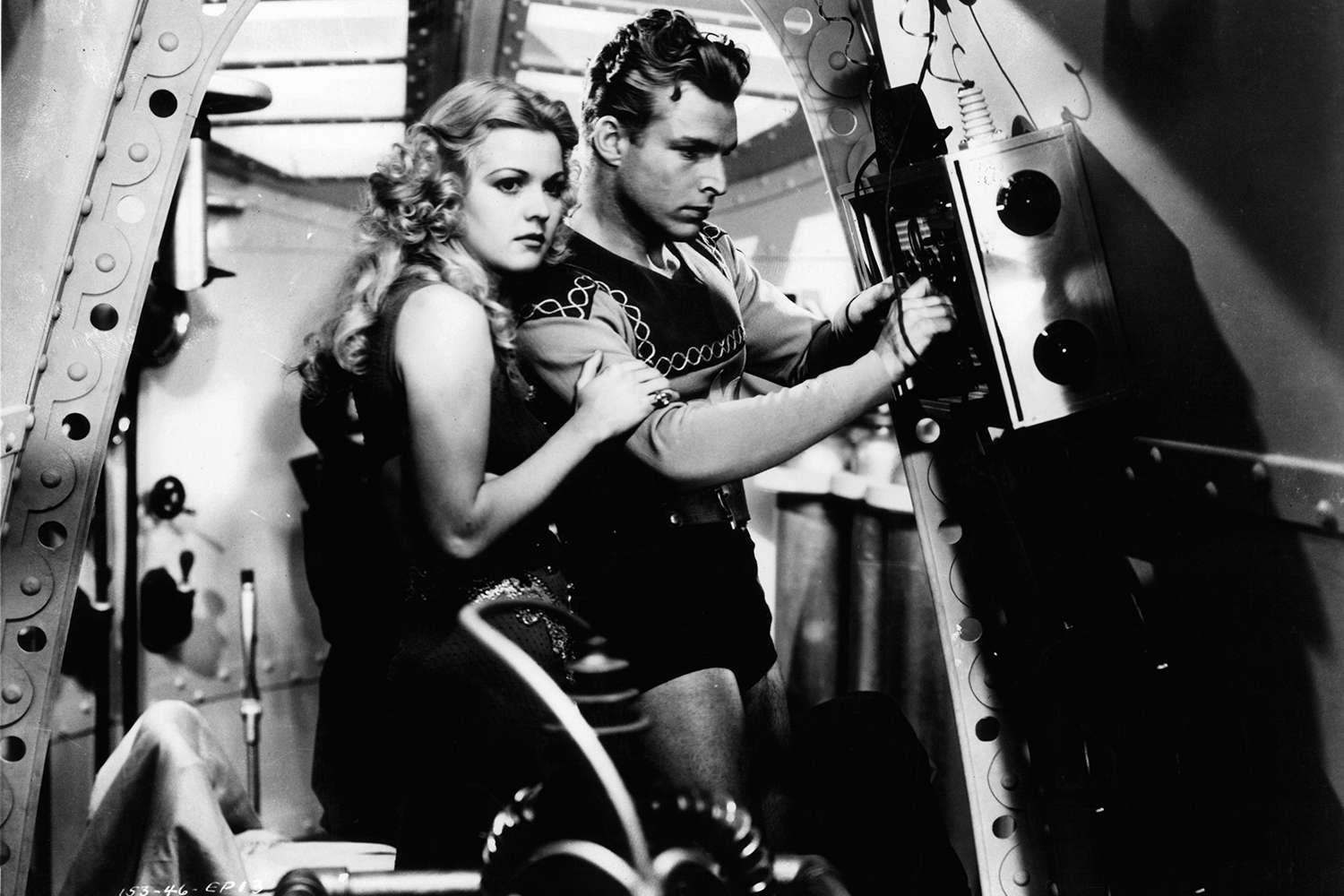 Actors Jean Rogers and Buster Crabbe in a scene from the 1936 film serial 'Flash Gordon'