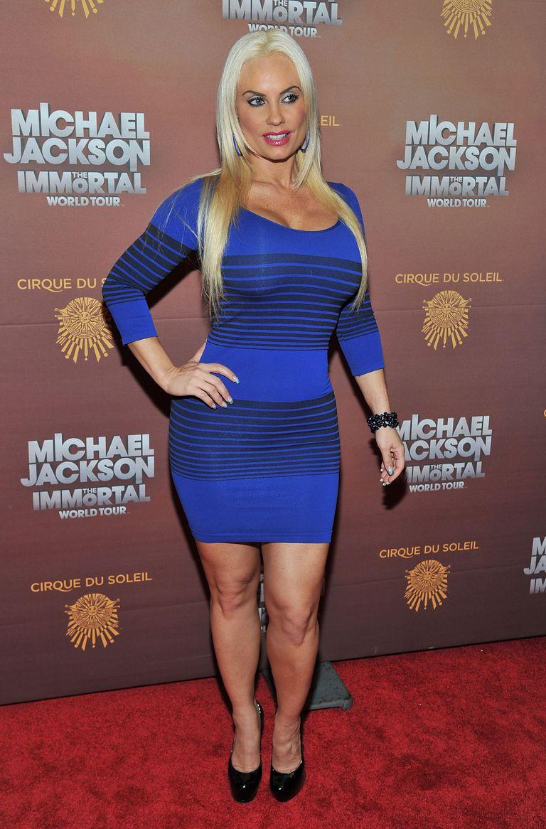 966149a5906c 10 Styles That Make Women Look Fat