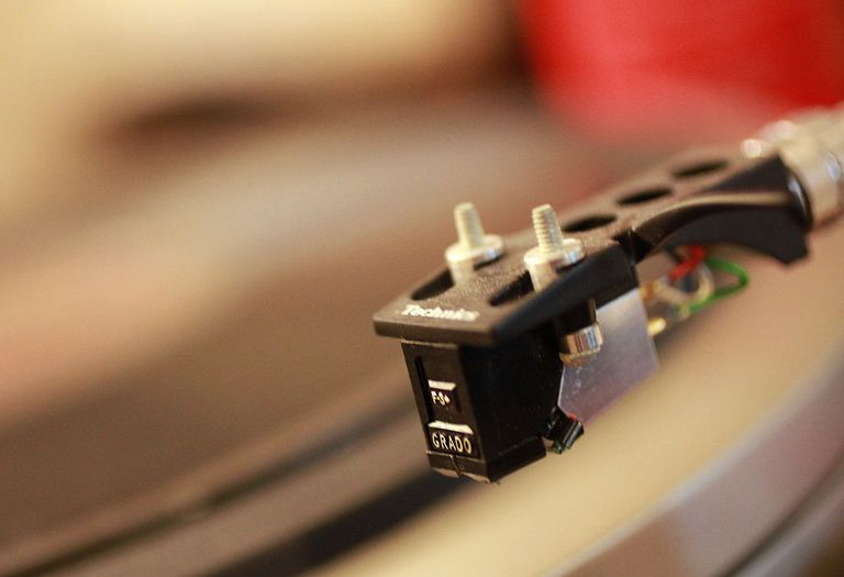 Standard mount turntable cartridge
