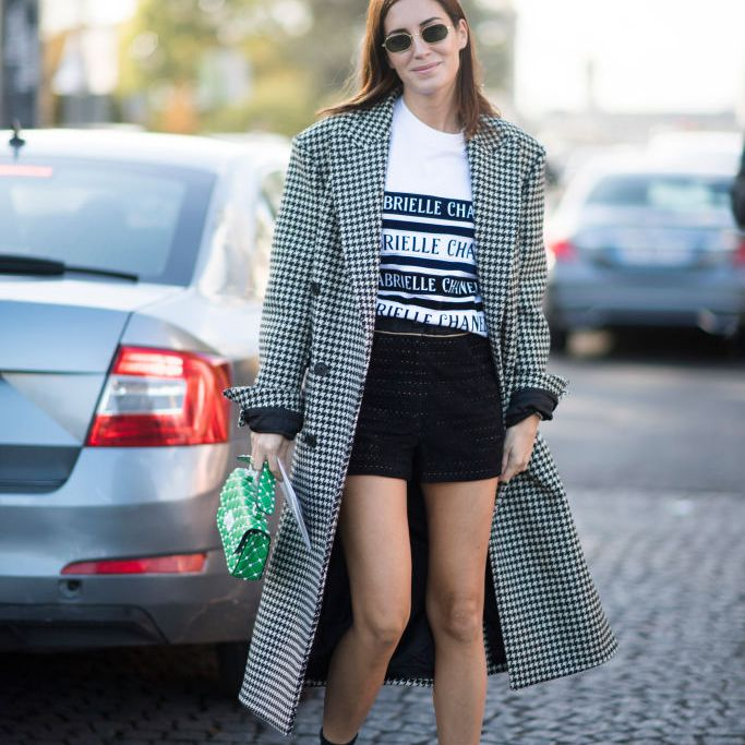d00113b29 Street style outfit in shorts a t-shirt and a long checkered gingham print  coat