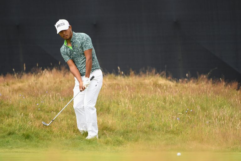 Satoshi Kodaira plays a bump-and-run chip during the 2018 British Open at Carnoustie.