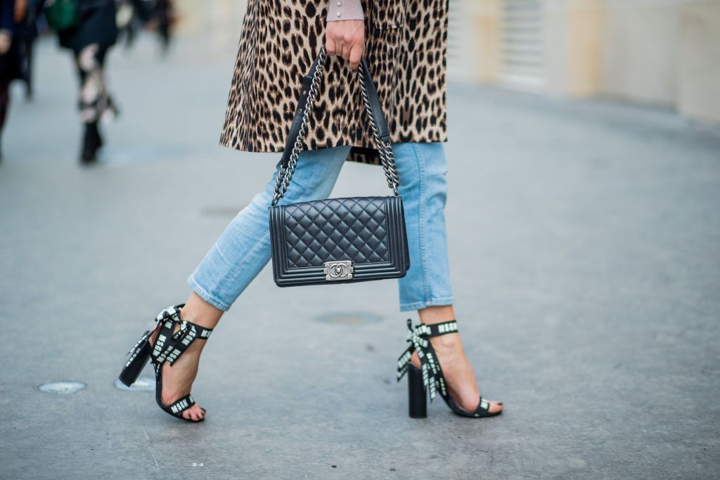 eda3e5edf9bc9 What Shoes to Wear With Boyfriend Jeans