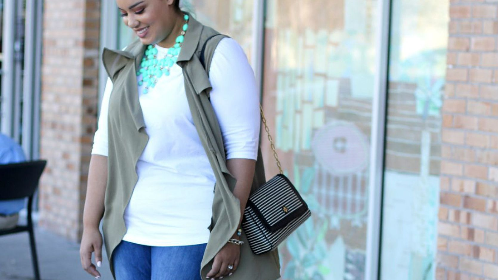 6082aa5ce323 14 Plus Size Jeans Outfits That Will Turn Heads