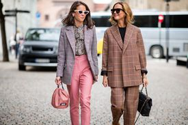 Street style women in cute fall outfits with tweed and pastels