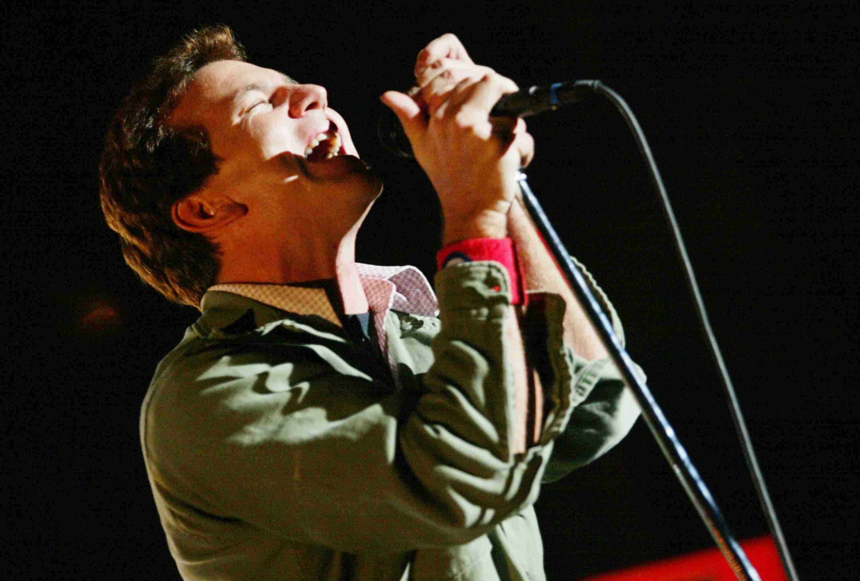 Eddie Vedder of Pearl Jam singing