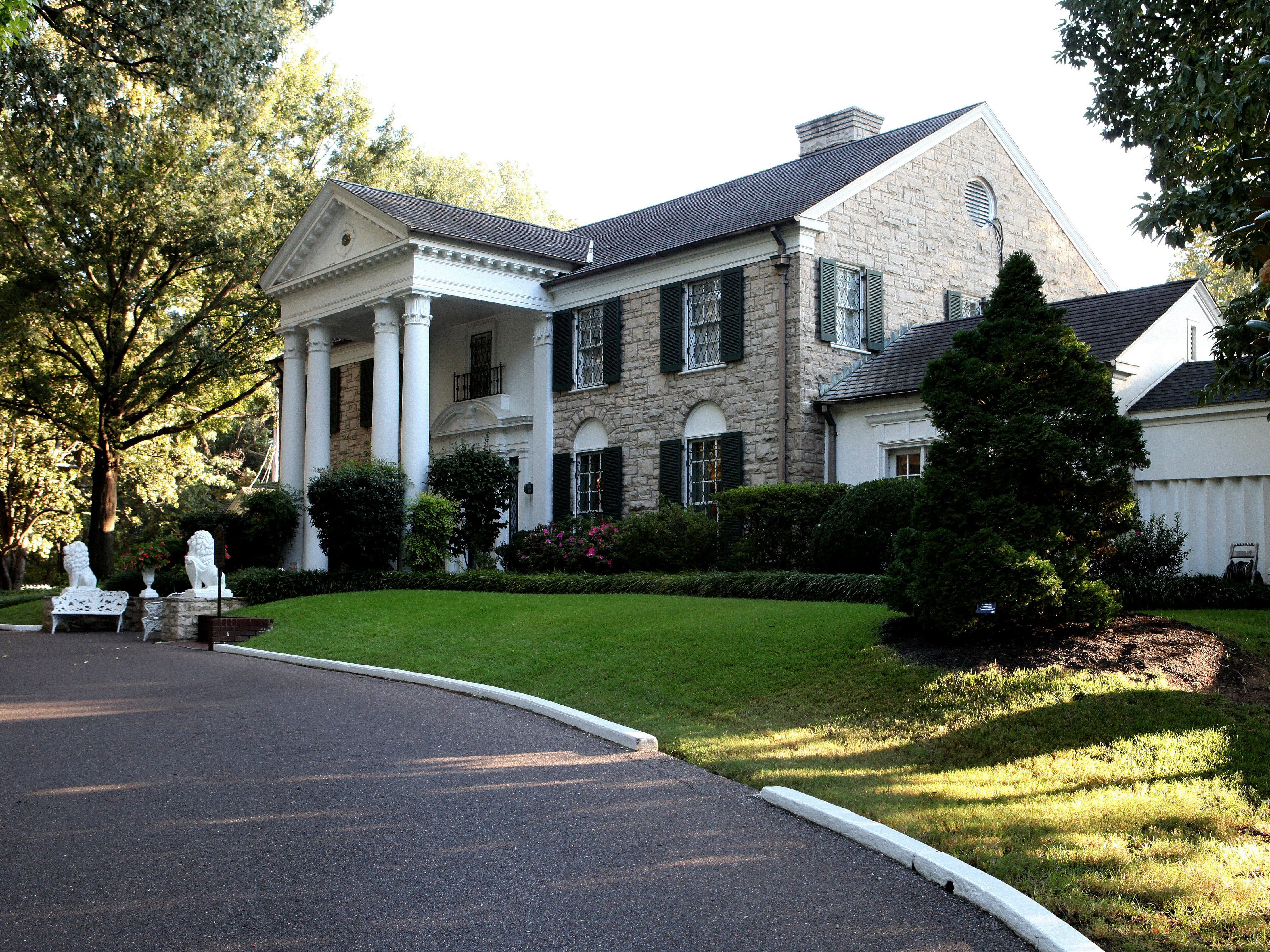 decorative driveway markers.htm a look at graceland mansion  home of elvis  a look at graceland mansion  home of elvis