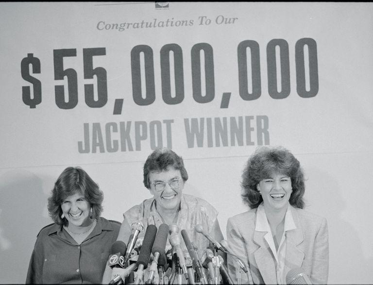 $55 million Florida Lottery winner Sheelah Ryan (C)