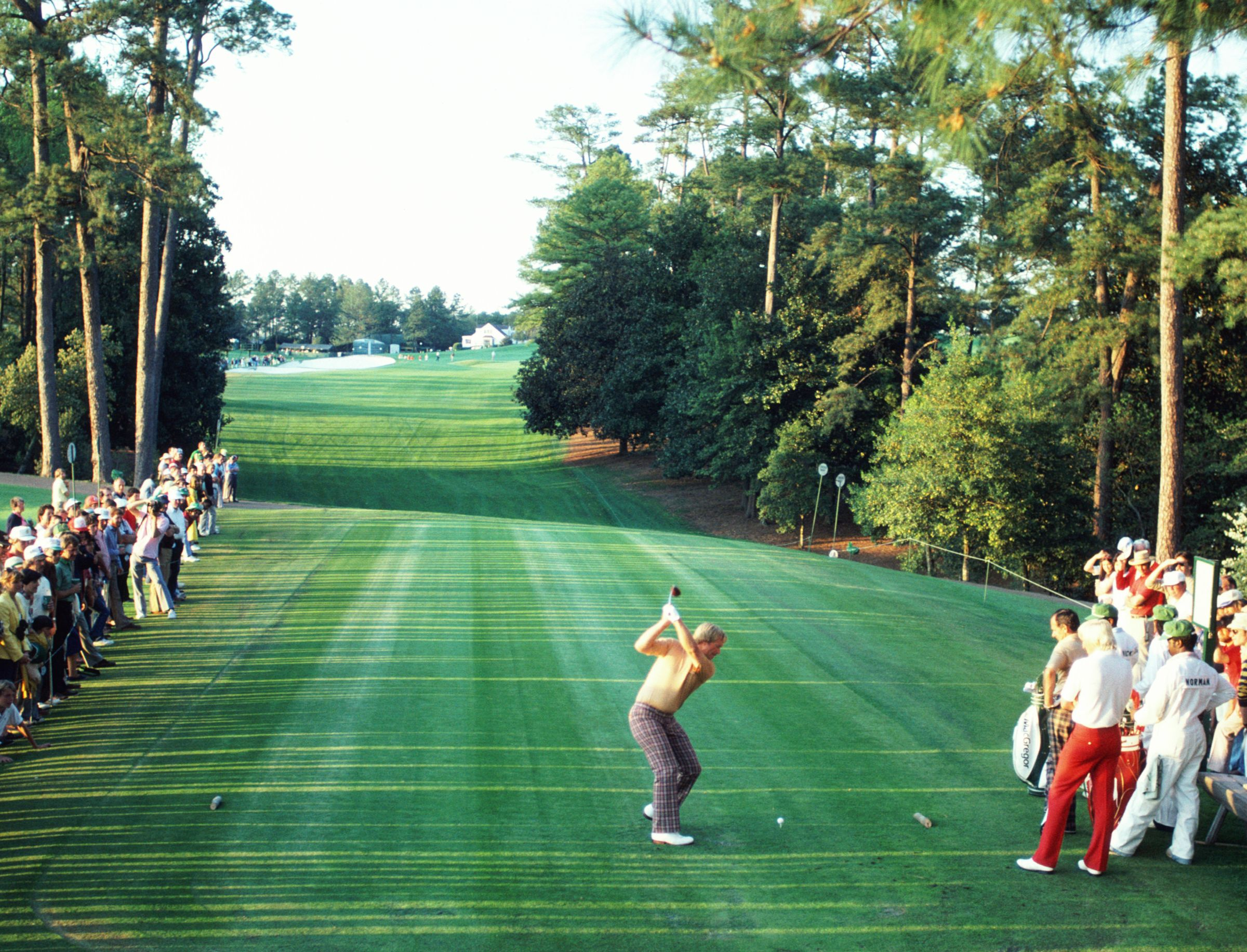 Jack Nicklaus in the 1986 Masters, teeing off on the 18th hole