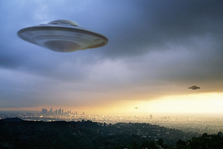 20 of The Most Famous UFO Photos Ever Taken