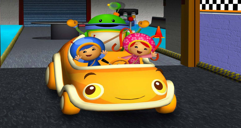 Team Umizoomi in a yellow car.