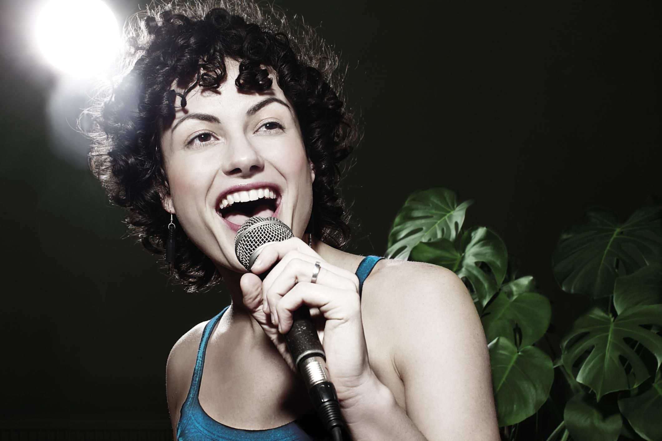 8 Vocal Warm-ups That Mix Registers