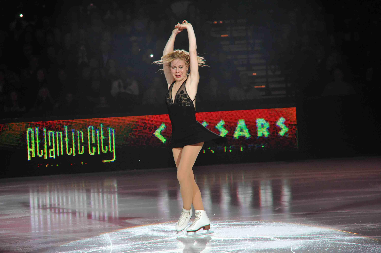 Tara Lipinski performs