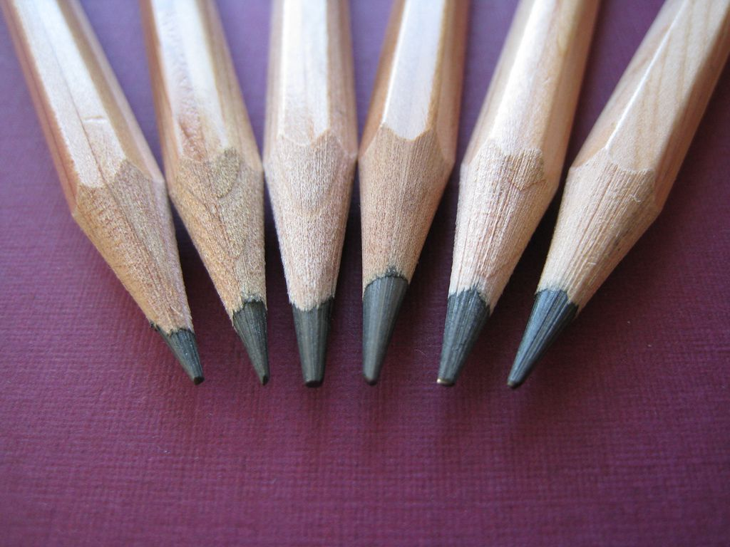 Which pencil should artists use for shading