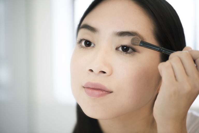 8 Steps To Applying Perfect Eye Makeup